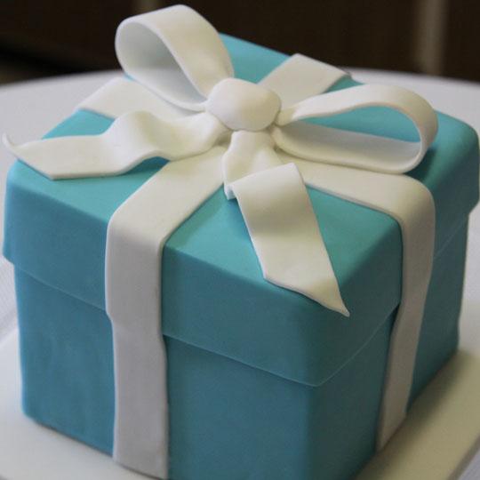 Iconic Packaging: Tiffany Blue Box Cake