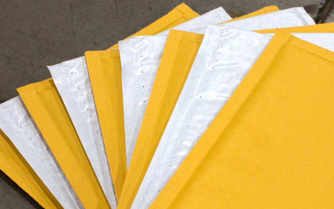 Kraft vs. Poly Bubble Mailers: 5 Ways to Choose a Winner